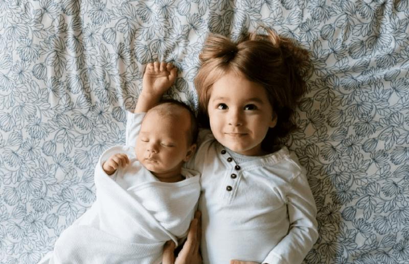 hermanos niños